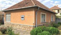 Nagykáta, központ, eladó kertes ház, felújítandó ingatlan; jó fekvésű építési telek