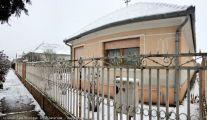 Tápiószecső, eladó, vasútállomás közeli családi ház, kiskerti gazdálkodásra alkalmas nagy udvarral!